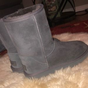 Never worn size 7 short ugg boots